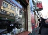 Vandaly počmáraná kavárna Café v lese