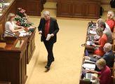Schůze sněmovny. Projednávala se i novela zákona o...