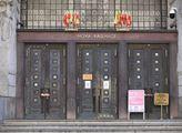 Vchod do budovy Nové radnice, sídla pražského magi...