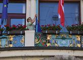 Vyvěšení romské vlajky na budovu Nové radnice u př...