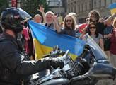 Gang ruských motorkářů Noční vlci se projel po Vác...