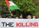 Před izraelskou ambasádou