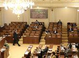 Odpolední interpelace na ministry. Ve sněmovně moc...
