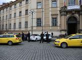 Hodinový protest řidičů čtyř pražských dispečinků ...