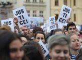 Tisíce lidí demonstrovaly za nezávislost justice, ...