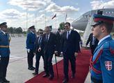 Český a srbský prezident na letišti v Bělehradě