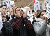 Kdo platí demonstrace na Václaváku? Díváme se na Milion chvilek: Je to zábava