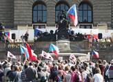 Demonstrace proti islámu a uprchlíkům na Václavské...