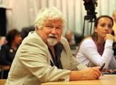 Komunisté drží vládu za šosy, udeřil Petr Pithart. Češi se podvolují, ale až příliš