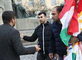 Demonstrace proti turecké agresi vůči Kurdům v Sýr...