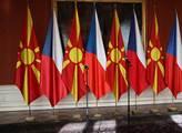 Česká a makedonská vlajka