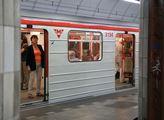 Vlak ve stanici metra trasy B Florenc