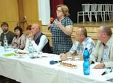 Lidé v Podolí požadují předčasné volby. Právní náz...