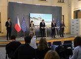 Premiér Andrej Babiš spolu s ministrem zdravotnict...