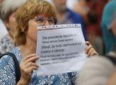 Demonstrace na Hradčanském náměstí zaměřená proti ...