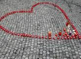 Akce Svíčka pro Václava Havla. Na místě lidé zapal...