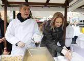 Tradiční rozlévání štědrodenní rybí polévky na Sta...