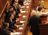 Vláda projevila zodpovědnost, notovali si politici na ČT