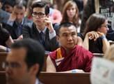Mezi posluchači měl Dalajláma řadu příznivců