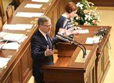 Zasedání sněmovny. Na programu mimo jiného i druhé...