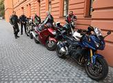 Motorkáři přišli podpořit policistu Šimona Vaice p...