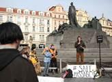 Evropský pochod za práva uprchlíků. Na Kampě byl u...
