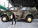 Army den v nákupním středisku