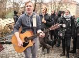 Solidární pochod za zachování centra Klinika, kter...