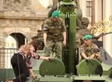 Výstava vojenské techniky české armády na Hradčans...