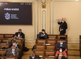 Poslední jednání sněmovny před volbami. Poslanci s...