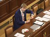 Ministr zdravotnictví si na předávání cen vyžádal vodňanské kuřátko, plzeňské pivo nebo hostesky v modrých šatech. Poručil si taky speciální stůl pro sebe