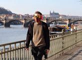 Optický klam! Pořadatel trhů smetl ze stolu fotky přeplněného tržiště na pražské náplavce
