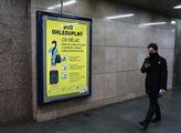 Informační plakát o bezpečnosti ve vestibulu metra