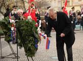 Prezident republiky Miloš Zeman upravuje stuhu na ...