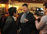 Tomia Okamuru zpovídali japonští novináři
