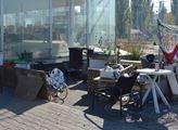 Prostor kolem bývalého autosalonu v Plzni se stal ...