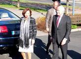 Prezidentský pár před krajským úřadem v Ostravě