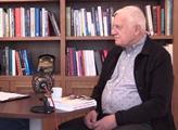 Václav Klaus usedl v Pražské kavárně a začalo to lítat: ČT? Její zpravodajství bych si nepustil! Havel? Říkají mi, ať se na něj vykašlu, ale on...