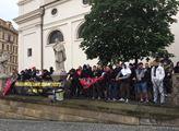 Rajčata? Romové? Dusno v Brně: Zastánci černochů měli návštěvu. VIDEO+FOTO. Volání po odvetě