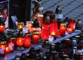 Svíčky za mrtvého Roma v Žatci.