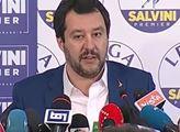 Matteo Salvini chce předčasné volby. Tak se podívejte, co předvedl v italském parlamentu