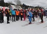 Kontrola lyžařů v Jizerkách. Policisté se proháněli po lese na čtyřkolkách