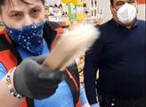 """VIDEO z mobilu. Drsná potyčka v obchodě: """"Jakou roušku, ty máš sama nějakej hadr, tohle je respirátor FFP3!"""""""
