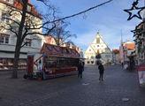 Prázdné ulice ve Weidenu. Vánoční nákupy.