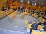 V jednacím sále s prezidentem diskutovali zastupit...