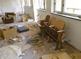 Zpustlá ruina po rekreačním středisku ve Stebně u ...