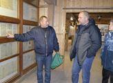 Miroslav Šefl (vlevo) s jedním ze zastupitelů Kryr...