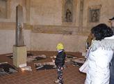 Obelisk pravdy a lásky v chomutovském kostele sv. ...