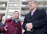 Starostka Litvínova Kamila Bláhová (ANO) ukazuje p...