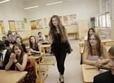 Dvacítka škol otestuje Dobešovy smlouvy s rodiči